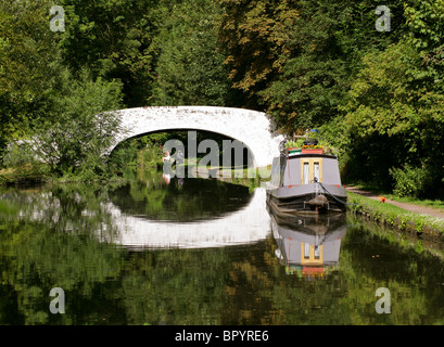 Fishing on the Grand Union Canal, Hunton Bridge, Watford, Hertfordshire - Stock Image