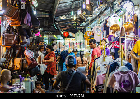 BANGKOK, THAILAND - NOVEMBER 2018: Group of people at the night market in Bangkok, Thailand - Stock Image