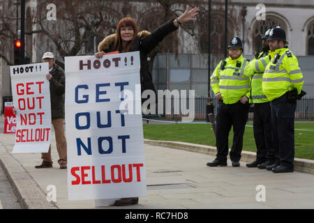 Pro-Brexiters protest and Met Police oficers outside the UK Parliament in a week that Prime Minister Theresa May once again asks for MPs to back her Brexit deal, on 14th January 2019, in Westminster, London, England. - Stock Image