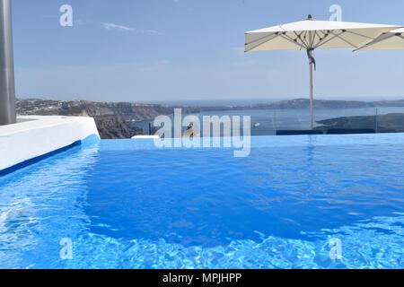 Santorini pool overlooking the Caldera in Imerovigli - Stock Image