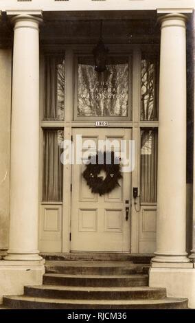Portico, The Martha Washington, Portland, Oregon, USA - Portland Women's Union Building. - Stock Image