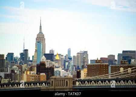 (Selective focus) Stunning view of the Manhattan Bridge and the beautiful skyline of New York seen from the Brooklyn bridge. Manhattan, New York City. - Stock Image