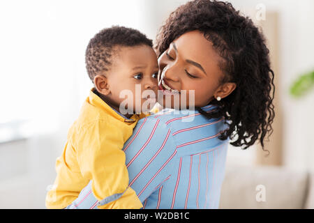 happy african american mother with baby at home - Stock Image