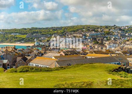 Aussicht auf St Ives von der The Island Halbinsel gesehen, Cornwall, England, UK | View at St Ives seen from the Island Peninsula, Cornwall, England,  - Stock Image
