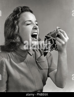 1940s 1940s TEEN GIRL ABOUT TO SNEEZE HOLDING HANKY HANDKERCHIEF READY - a2325 HAR001 HARS EXPLOSIVE ALLERGIES HANKY POOR HEALTH AILING BLACK AND WHITE CAUCASIAN ETHNICITY HAR001 MOUTH OPEN OLD FASHIONED - Stock Image