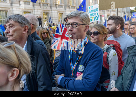 London, UK. 20th October 2018. Whitehall is packed and marchers come to a halt at the end of the People's Vote March calling for a vote to give the final say on the Brexit deal or failure to get a deal. They say the new evidence which has come out since the referendum makes it essential to get a new mandate from the people to leave the EU. With so many on the march the crowding meant many failed to reach Parliament Square and came to a halt in Whitehall. Peter Marshall/Alamy Live News - Stock Image