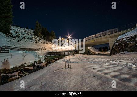 Österreich, Tirol, Stubaier Alpen, Kühtai, Kühtai bei Nacht - Stock Image