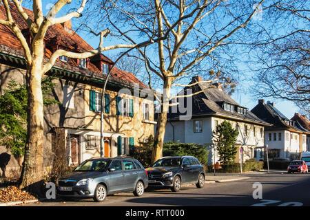 Berlin Wilmersdorf.. Suburban semi-detached houses in Winter Sunshine in Assmannshauser Strasse - Stock Image