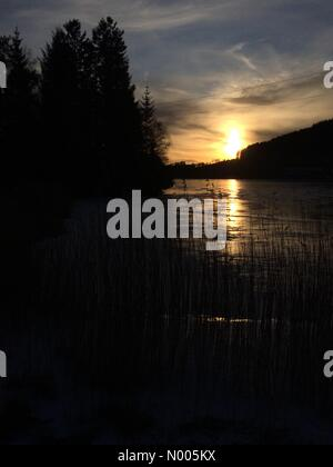 Dalavegen 255, Nyborg, Norway. 11th Jan, 2016. EUweather: Beautiful low sunlight streaking over Langavatnet, Åsane, - Stock Image