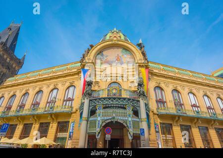 Municipal House Prague, built in 1911 the Obecni dum (Municipal House) is the city's most famous art nouveau style building in Prague, Czech Republic. - Stock Image