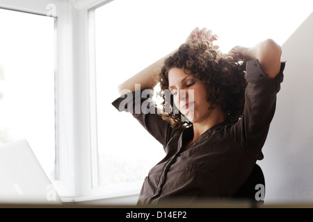 young businesswoman looking at computer - Stock Image
