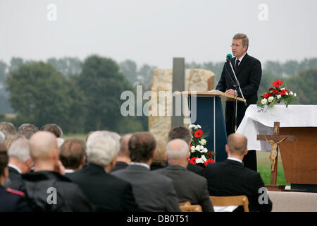 Lower Saxonian Prime Minister Christian Wulff gives a speech during a oecumenical service in Lathen, Germany, 22 - Stock Image