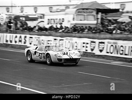 1967 Paul Hawkins Australian Ford Mk11 Le Mans 24 Hours dnf - Stock Image