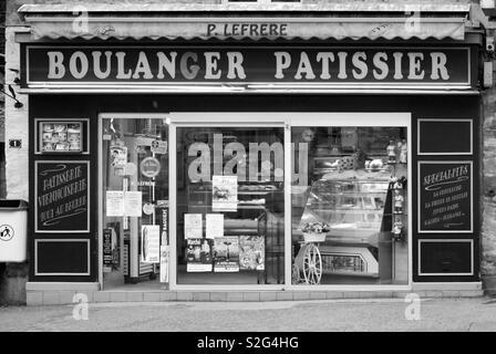 Boulanger pattissier in France - Stock Image