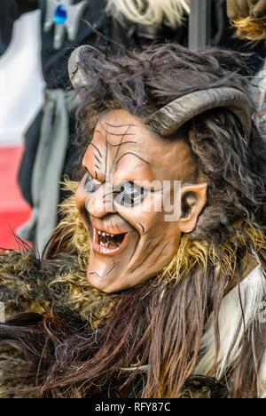 Portrait einer traditionellen schwaebisch alemannische Maske zur Luzerner Fasnacht, Schweiz |  Portrait of a traditional Swabian-Alemannic Mask during - Stock Image