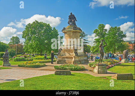 The Gower Memorial statue. Bancroft Gardens, Stratford upon Avon, with William Shakespeare at the centre and bronze - Stock Image