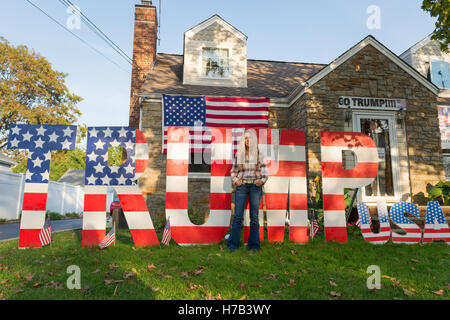 Bellmore, United States. 02nd Nov, 2016. Bellmore, New York, USA. November 2, 2016. EILEEN FUSCALDO, a Donald Trump - Stock Image