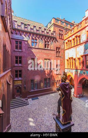 Schweiz, Kanton Basel-Stadt, Basel, Marktplatz, Rathaus, Innenhof, Statue von Lucius Munatius Plancus - Stock Image