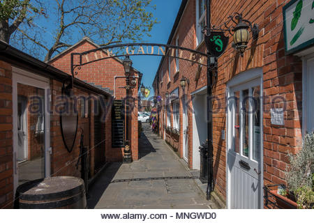 The Gauntlet, a narrow shopping alley in Glastonbury, Somerset, UK - Stock Image