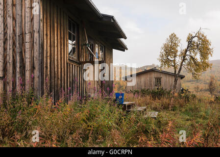 STF Serve hut in autumn, Kungsleden trail, Lapland, Sweden - Stock Image