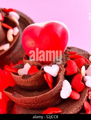 Close up detail on a love themed cup cake - Stock Image