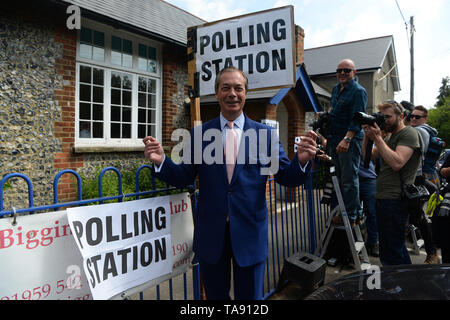 Brexit Party leader Nigel Farage arrives to cast his vote for the European Parliament elections at a polling station at the Cudham Church of England Primary School in Biggin Hill, Kent. - Stock Image
