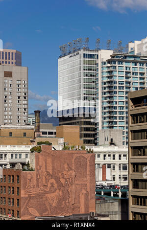 Mural showing medieval goldsmiths on the side of the Randall Building and buildings on West Georgia Street in downtown Vancouver, BC, Canada - Stock Image