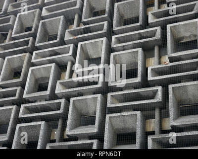 Close up of the Concrete Screen by John Maltby circa 1968 at Selkirk House, Museum Street, London WC1 - Stock Image