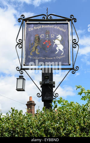 The Royal Standard of England Pub, Forty Green, Beaconsfield, Buckinghamshire UK is the oldest freehouse in England. - Stock Image