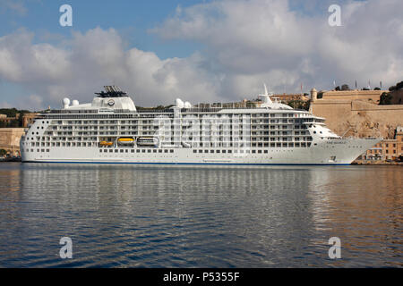 The residential cruise ship The World beneath the walls of Valletta in Malta's Grand Harbour - Stock Image