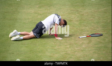 The Queens Club, London, UK. 20th June 2019. Day 4 of The Fever Tree Championships. Number 5 seed Marin Cilic (CRO) is knocked out by Diego Schwartzman (ARG) on centre court, Schwartzman winning 6-4;6-4. Image: Schwartzman takes a tumble during the match. Credit: Malcolm Park/Alamy Live News. - Stock Image