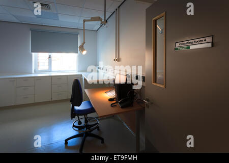 Unoccupied hospital consulting room with sign on door - Stock Image