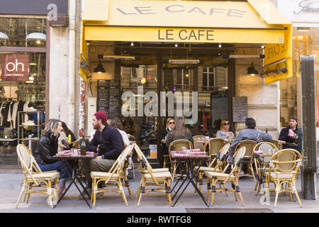 Cafe Le Cafe on Rue Tiquetonne in the 2nd arrondissement of Paris, France. - Stock Image