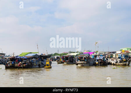 Traditional house boats in the floating market on Hau River. Can Tho, Mekong Delta, Vietnam, Asia - Stock Image