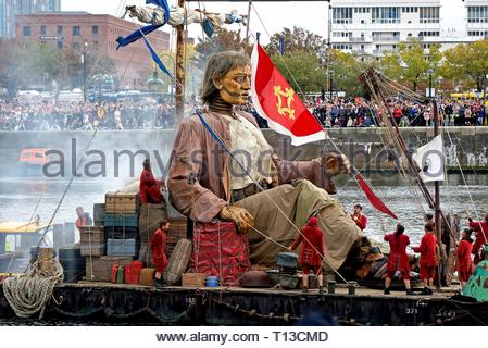 Giant On Raft In Liverpool's Canning Dock - Stock Image
