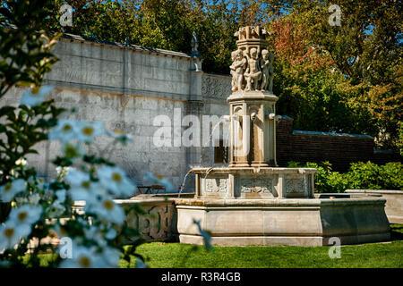 Mellon Park Fountain, Pittsburgh, Pennsylvania, USA - Stock Image
