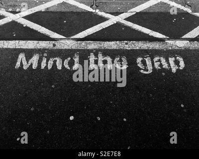Mind the gap on train platform - Stock Image