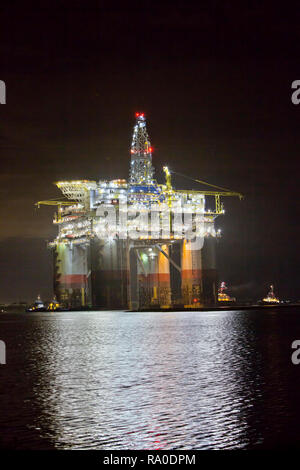 'Big Foot'  Chevron's Deep Ocean Platform, extension leg platform, floating production facility, tugboats assisting. - Stock Image