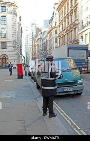 A parking attendant ticketing a van parked on double yellow lines in the business district on Cornhill in the City of London UK    KATHY DEWITT - Stock Image