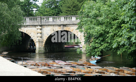 Magdalen Bridge on the River Cherwell, Oxford, Oxfordshire, UK - Stock Image