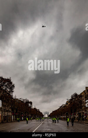 Paris, France. 1st December, 2018.  Champs-Elysées during the Yellow Vests protest against Macron politic. Credit: Guillaume Louyot/Alamy Live News - Stock Image