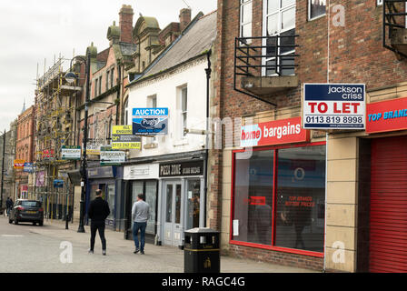 Row of empty shops with For Sale and To Let signs, Bishop Auckland, Co. Durham, England, UK - Stock Image