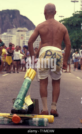 Humor at Rio de Janeiro street carnival - Paz in Portuguese means peace - joke in reference to the urban violence of the city - Copacabana beach sidewalk, Brazil. - Stock Image