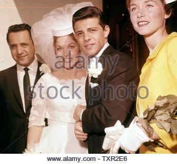 Frankie Avalon with wife Kay Diebel on their wedding day.. Credit: 4243129Globe Photos/MediaPunch - Stock Image