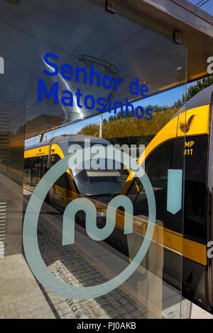 Portugal, Porto, Matosinhos, public transport, train at Senhor de Matosinhos suburban Metro Station - Stock Image