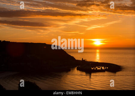 UK, England, Yorkshire, Scarborough, early morning, sun rising over harbour at dawn - Stock Image