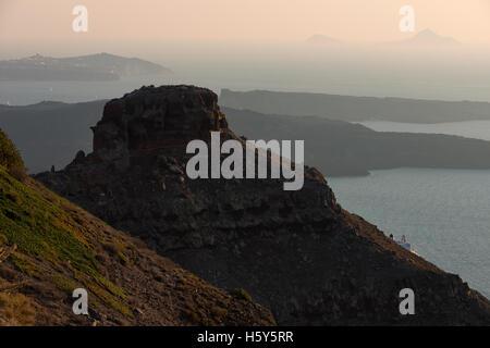 Skaros rock at Imerovigli and church of panagia theoskepasti - Stock Image
