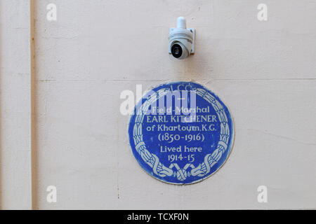 Blue plaque, Field Marshal Earl Kitchener of Khartoum KG, who lived in Carlton Gardens, City of Westminster, London, SW1, UK 1914-15 - Stock Image