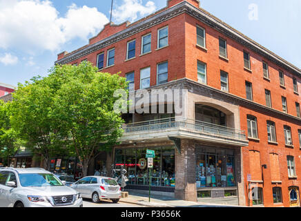ASHEVILLE, NC, USA-10 JUNE 18: The building housing MALAPROPS BOOKSTORE, on Haywood St., in downtown Asheville. - Stock Image