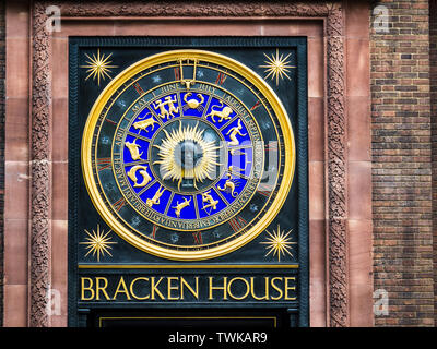 Astronomical clock on the FT Financial Times HQ at refurbished Bracken House in the City of London. Designers Frank Dobson and Philip Bentham - Stock Image